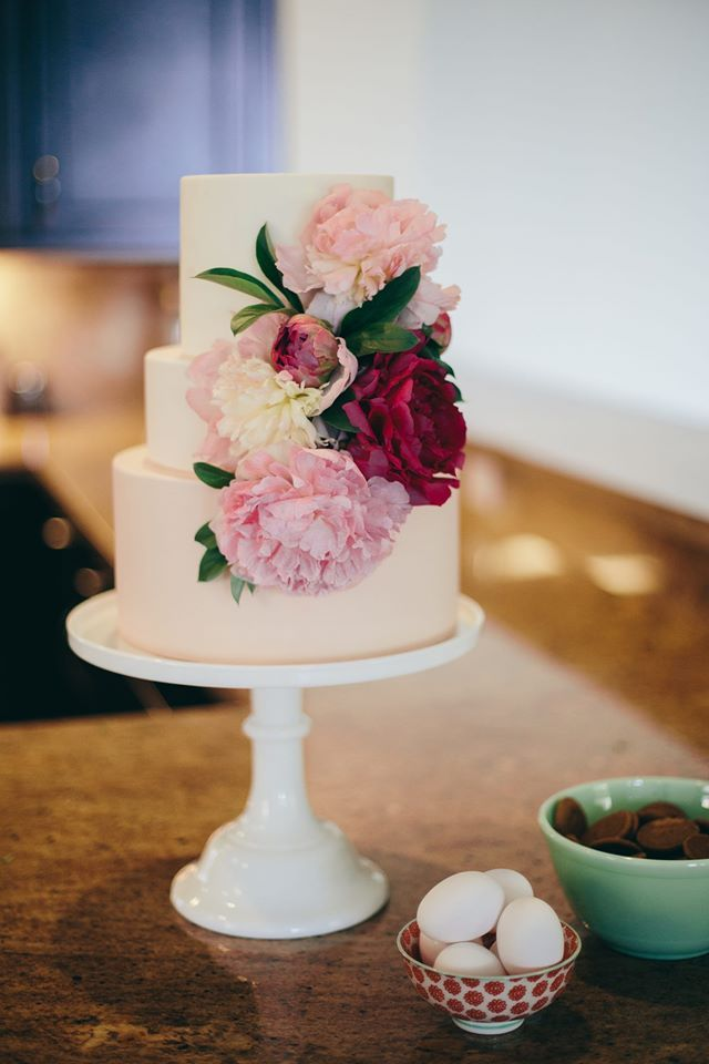 Featured photo: Carolina Guzik Photography; To see more amazing wedding cakes: http://www.modwedding.com/2014/11/01/utterly-speechless-romantic-wedding-cakes/ #wedding #weddings #wedding_cake photo: Carolina Guzik Photography