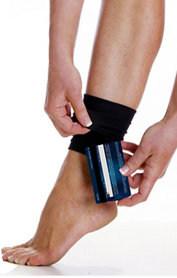 This wrist and ankle wallet features convenient zipper pockets to fit your essentials during a daily jog or when you're running errands; it's also ideal for keeping essentials close while traveling