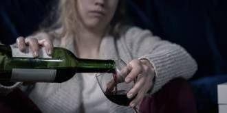 Pít se má každý den. Nikoli tvrdý alkohol, ale nejlépe víno a s mírou. Nejvhodnější je to večer při jídle. Doporučená dávka jsou čtyři deci pro muže a tři pro ženy.