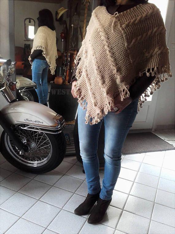 Châle  poncho fait main  tricot couleur beige