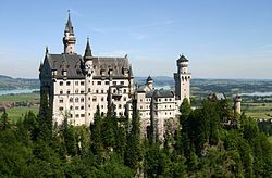 Het 19e-eeuwse Slot Neuschwanstein is gebouwd alsof het een middeleeuws kasteel is.