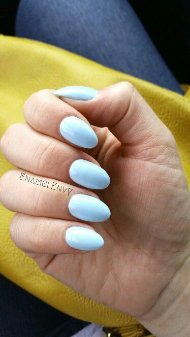 Short blue almond shaped nails - Sally Hansen Barracuda