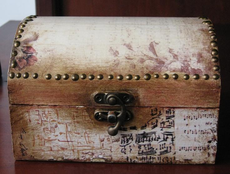 ξύλινα κουτιά διακοσμημένα με τεχνική decoupage με χαρτί ακρυλικά χρώματα και δακτυλοπατίνες και φύλλα χρυσού