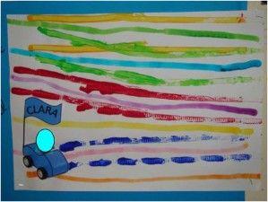 Lignes horizontales, faites par les roues des petites voitures. Le plus : la mini voiture avec la photo de l'enfant et son prénom.