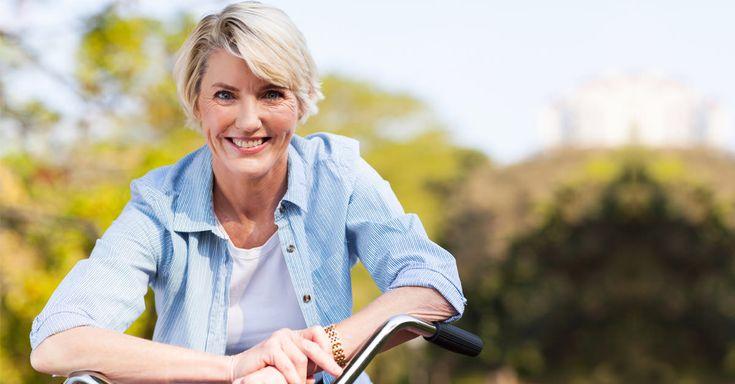 La menopausia produce en la mujer disminución de estrógenos que causan una redistribución de la grasa que se acumula en el abdomen, además una sensación de hambre excesivo, sepa aquí...