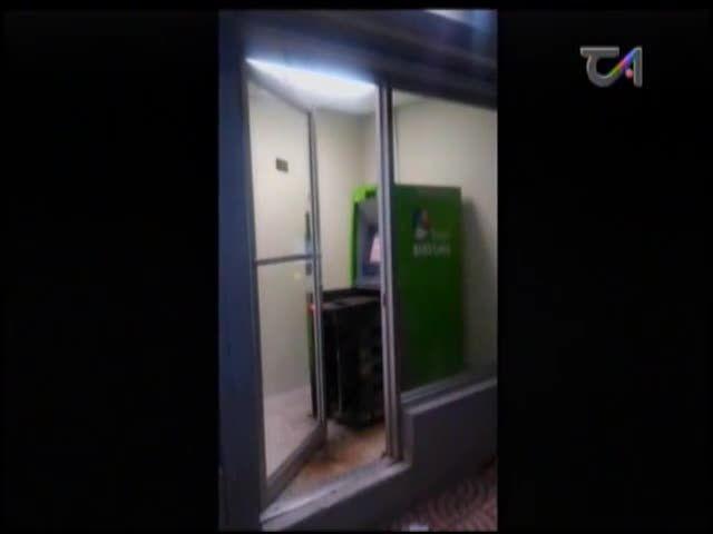 Ladrones Se Roban Cajero Automático De Un Banco En Medio De La Noche #Video