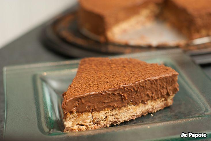 Découvrez notre recette du trianon, dessert incontournable tout chocolat. Le trianon est parfait comme gâteau d'anniversaire ou repas de fête.