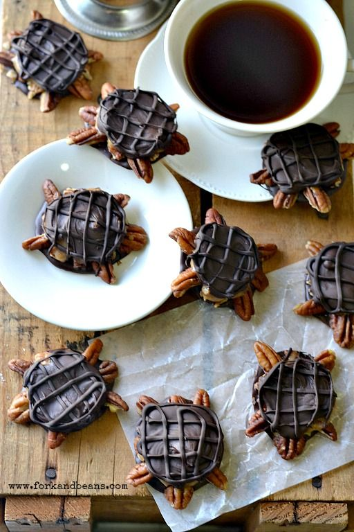 Vegan Chocolate Turtles - Fork & Beans #vegan #chocolate #candy