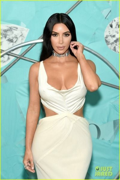 kim kardashian collier ras de cou
