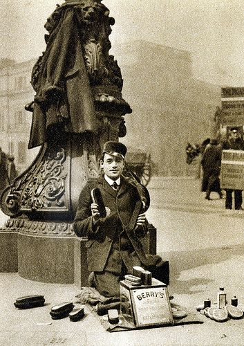 London in the 1920s-street shoeblack