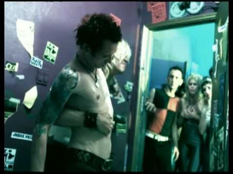 Velvet Revolver - Fall To Pieces. This song will always remind me of sad times, but in the sort of way where it gives me a hug. Fuck 2006.