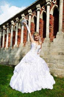 Фото со стока - Блондинка красивая женщина роскошь в свадебном платье