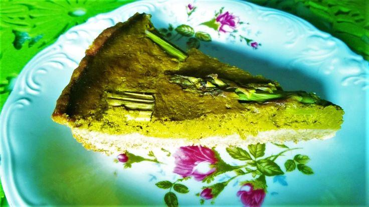 Razowa tarta z farszem z sałaty i szparagami