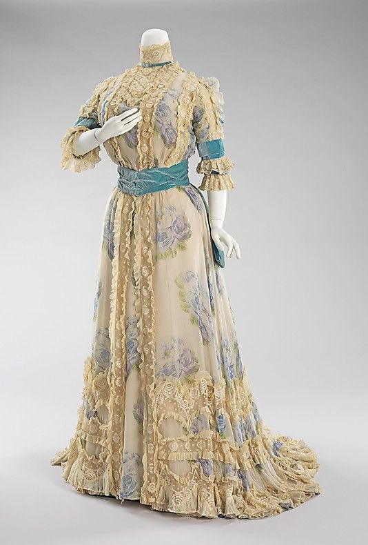 Jacques Doucet, Afternoon Dress Printed with Large Blue Roses on Chiffon. Paris, 1900-1903.