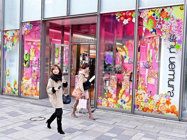 Mamechiyo for Shu Uemura, Tokyo    Pretty designs and spring colors from the Mamechiyo for Shu Uemura collection at the brand's Omotesando Hills boutique.