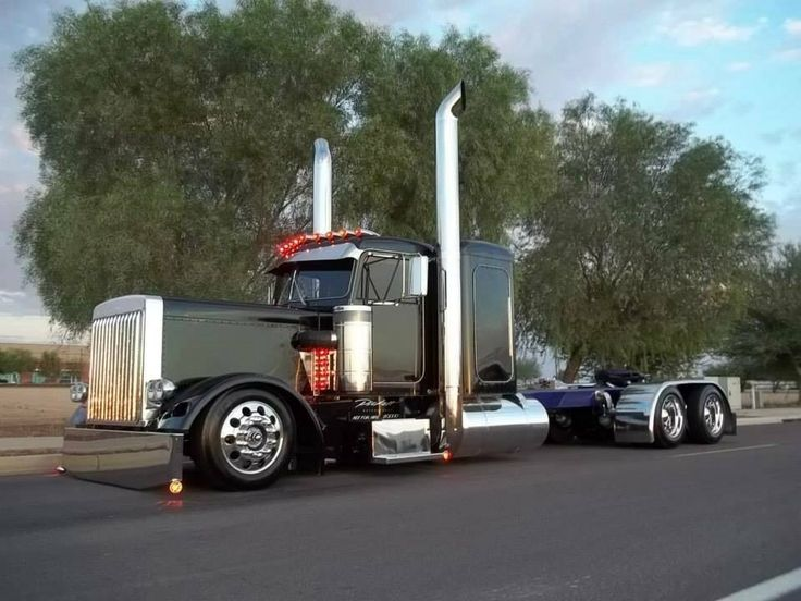 Big Rig Monster Stacks : Black beauty with big stacks laying low wheelers
