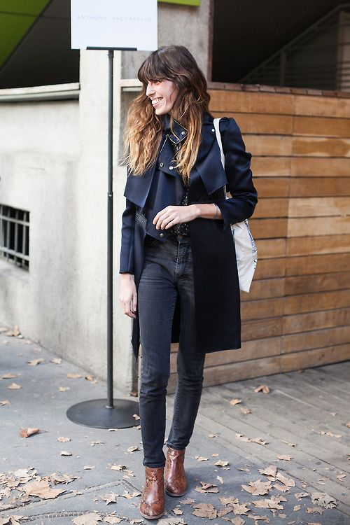 Black trench + black skinny jeans + brown boots