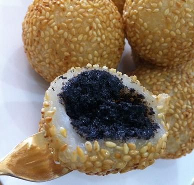 Baking Diary: Sesame Balls with Black Sesame Paste Filling