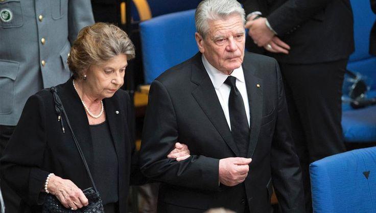 Bundespräsident Joachim Gauck und Barbara Schmidt Genscher.  Staatstrauer 17.04.2016