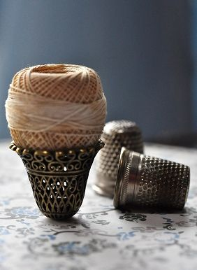 Gorgeous thimbles & thread!: Hands Sewing, Thimbl Collector, Pincushion, Vintage Sewing, Collection Thimbl, Gorgeous Thimbl, Antiques Thimbl, Sewing Collection, Silver Thimbl