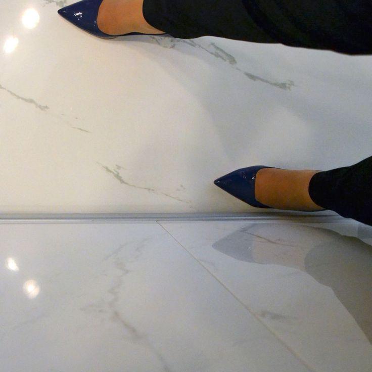L'aspetto algido del marmo, l'eleganza dei riflessi e di un paio di scarpe di gran classe... Wow! Che #selfeet :)