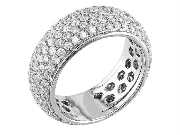 18K white gold ring set with 2.98carat diamonds