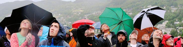 Hva betyr det at «regnet står som spön i backen» eller at noen «løber med en halv vind»? Se hvordan været har satt spor i de skandinaviske språkene.