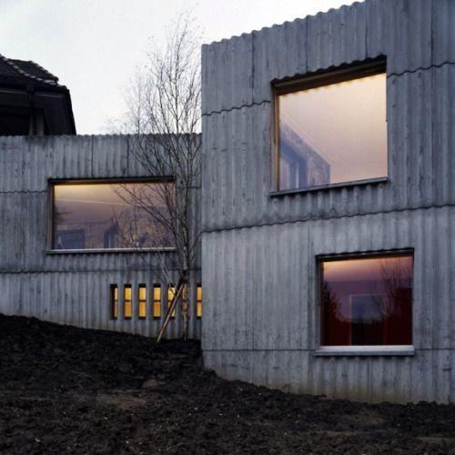 Christ Gantenbein - House Extension, Arlesheim, 2001-02 (via Gau Paris) - Faserzementplatten als Schalung