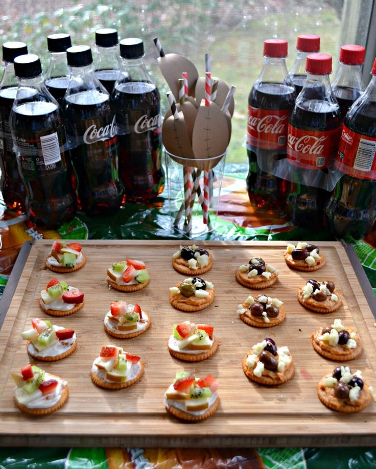 RITZ Cracker Fruit Tarts and Mediterranean Appetizers are two easy to make and delicious appetizers that are perfect when paired with Coke Zero for Game Day! #ScoreMoreFans #ad