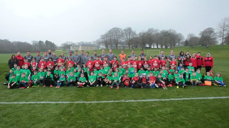 Young rugby players meeting Welsh rugby team .