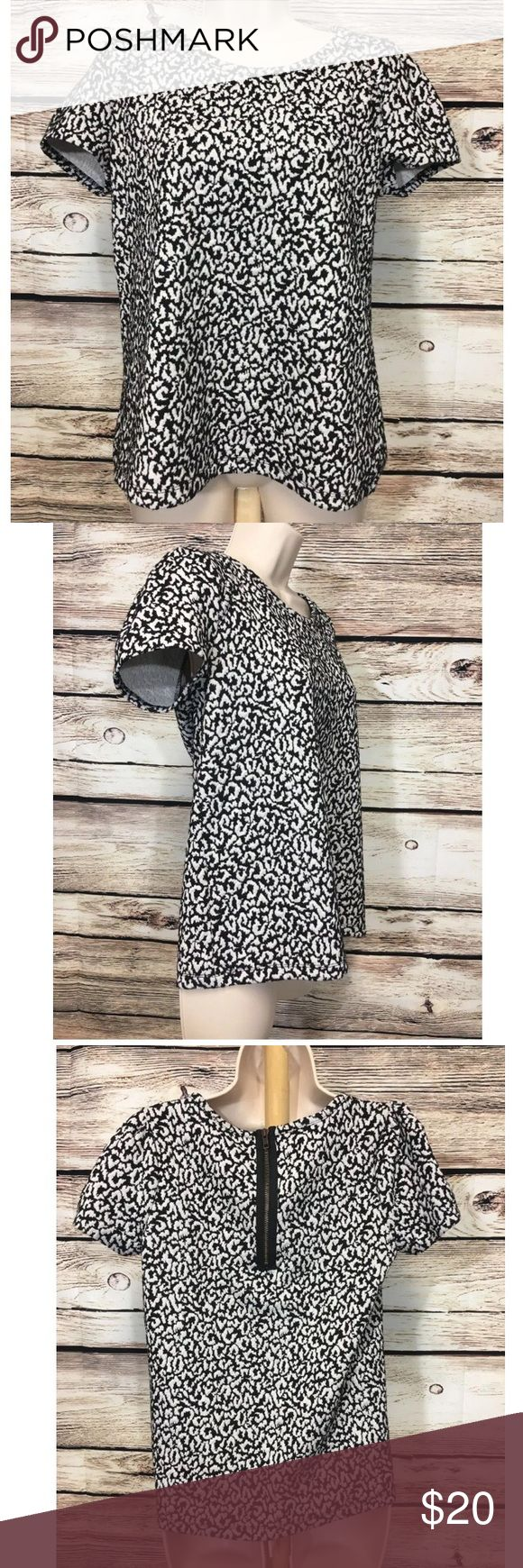 "Postmark Anthropologie Animal Print Shirt Top Postmark Anthropologie Size Medium Black White Animal Print Short Sleeve Shirt   Measured Laying Flat   Pit to Pit - 19"" Collar to Tail - 24"" Anthropologie Tops"