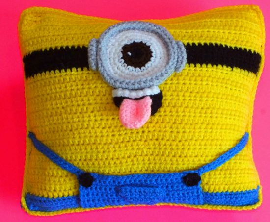 Minion Crochet Cushion Pattern - loads of free patterns in our post