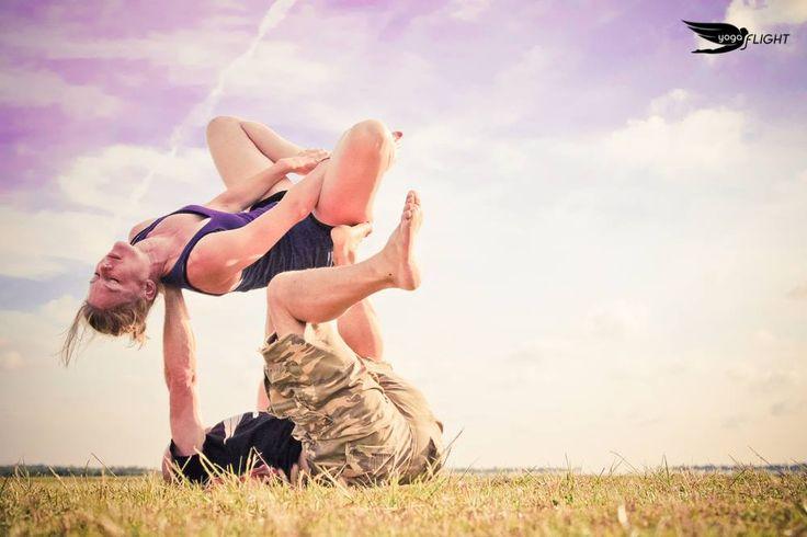 Kryptonite Turtle.  #yogaFLIGHT #acroyoga #YogaForSkydivers — with Peggy Liebregts at OJB Parachutisme - Mimizan.