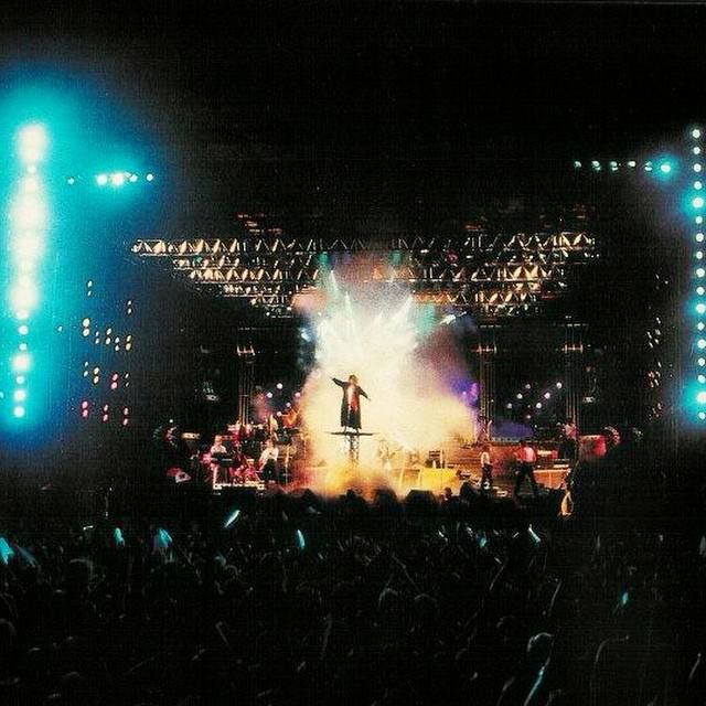 On 16 January 1988, Tina Turner, the Lioness of Rock, performed in front of a record-breaking crowd in Rio de Janeiro. Accompanied by a stunning line-up of musicians, samba dancers, glitter and fir…