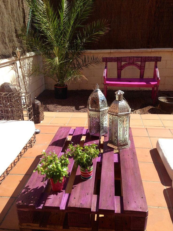 Mesa hecha con palet y banco indú restaurado.