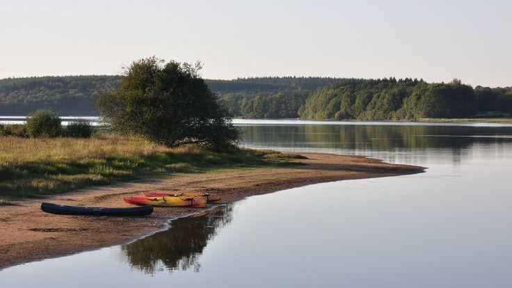 Fin de journée sur le lac de Saint-Agnan, Nièvre, Bourgogne.