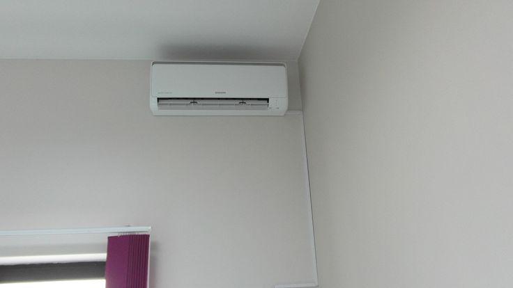 Montaż system klimatyzacji Split firmy Samsung w biurze