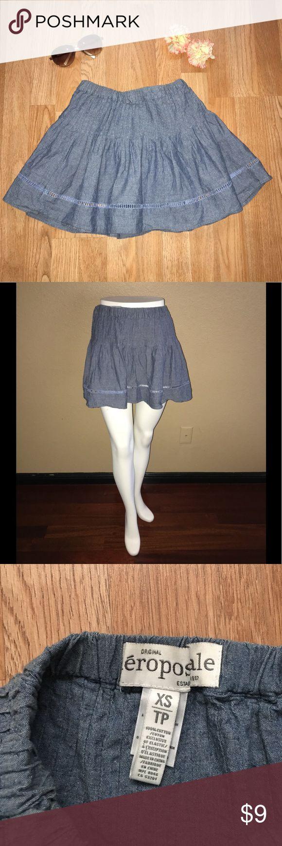 "Aeropostale Women's pleated mini skirt Excellent condition. SIZE XS. Stretchy waist. 100% cotton. Waist laying flat = 13"" across; skirt length = 13"" Aeropostale Skirts Mini"