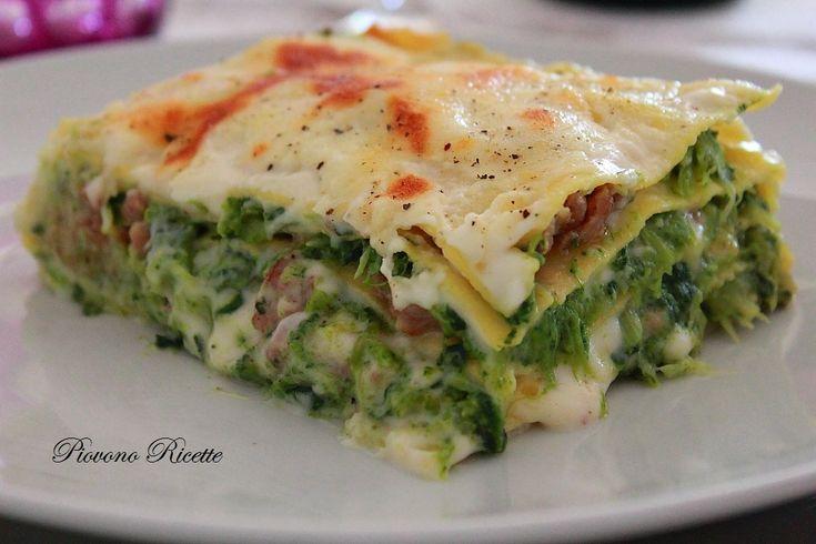 Le lasagne con cime di rapa, salsiccia e scamorza affumicata sono un primo piatto davvero speciale, originale e prelibato. Scoprite la ricetta!