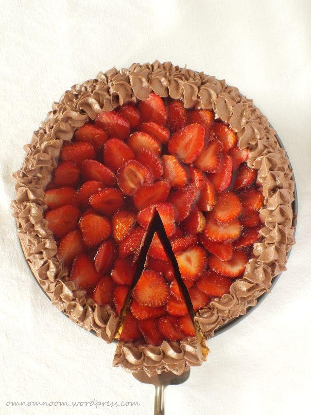Strawberry cake with chocolate cream
