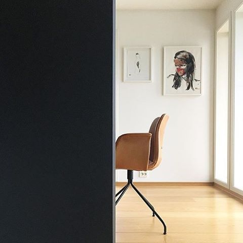 Interior designer @lenaalberti takes the greatest pictures from her beautiful home. Here she has captured our #Primumchair.
