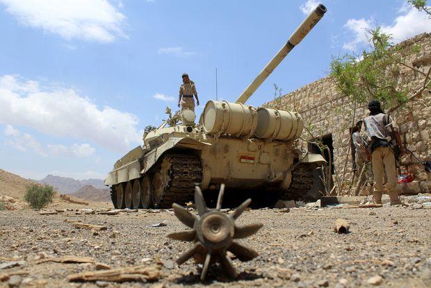 "KIBLAT.NET, Sana'a – Operasi yang digelar para pejuang Al-Qaidah Yaman (AQAP) telah menewaskan 20 tentara Yaman di Provinsi Abyan. ""Anggota bersenjata Al-Qaidah telah menyerang sekelompok tentara muda yang bepergian ke provinsi Abyan, sedikitnya ada 20 pasukan yang tewas,"" kata sumber anonim kepada AFP. Dalam penyergapan tersebut, para pejuang AQAP dikabarkan memerintahkan pasukan pemerintah untuk keluar …"