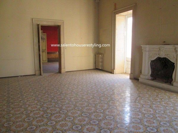Vendita Palazzo / Stabile in via Giuseppe Libertini Lecce. Da ristrutturare, posto auto, terrazza, riscaldamento autonomo, ascensore