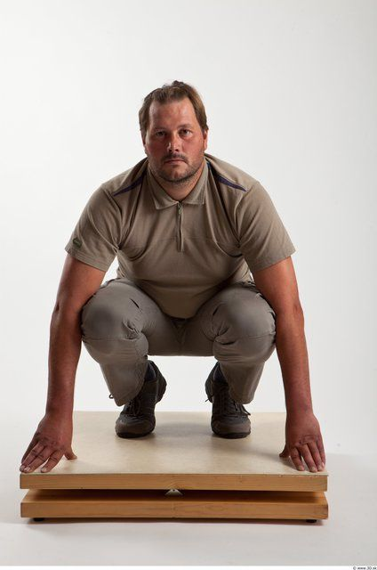 PHOTO OF WHOLE BODY MAN OTHER WHITE CASUAL AVERAGE BEARDED