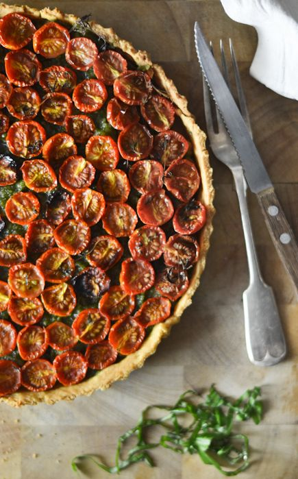tomato tart with pesto and caramelized onions