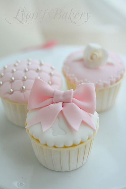 baby shower cupcakes. Pink for a girl, change to blue for a boy or yellow gender neutral