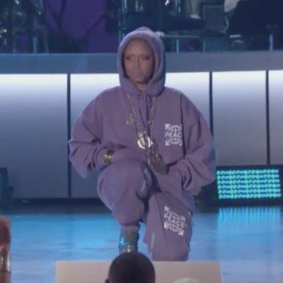 BET's Soul Train Awards Host Starts Show On One Knee for Kaepernick