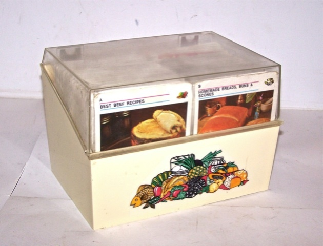 recipe card library - the design on the box looks so familiar, i wonder if my mom had a similar one?