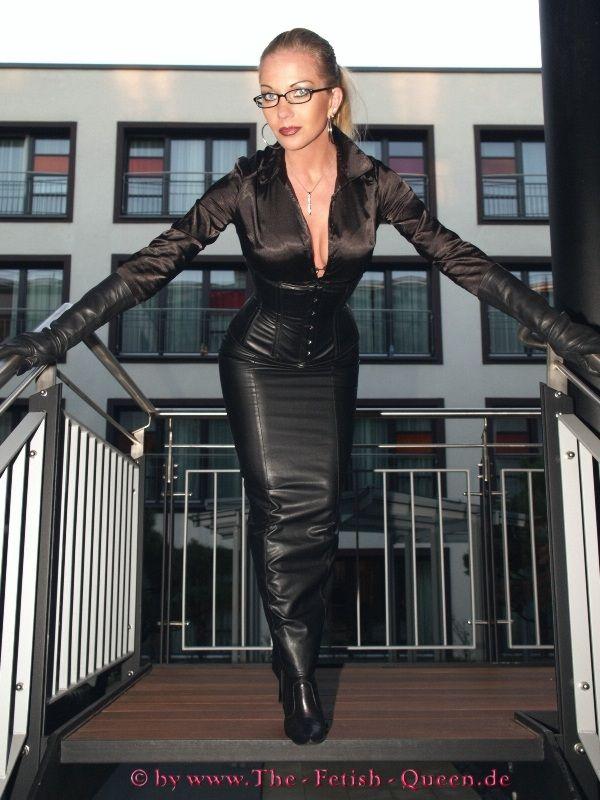 Hot leathers fashion show daytona speedway bike week 2019 - 3 3