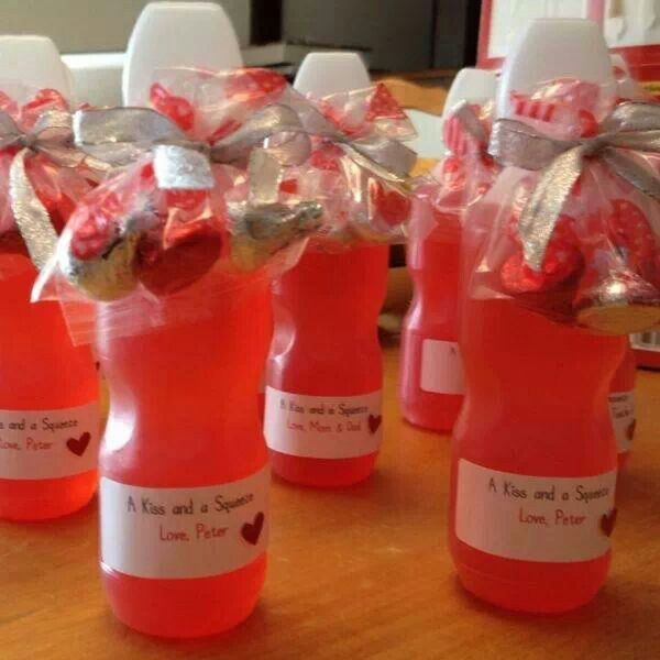 Valentines ideas.. juice and bag if kisses